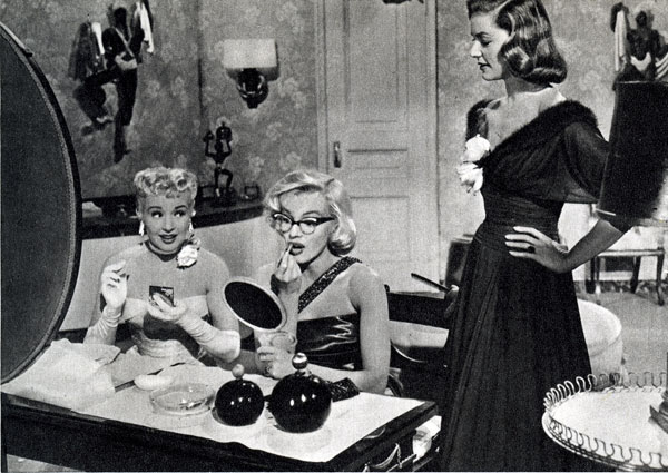 betty-marilyn-at-dressing-table