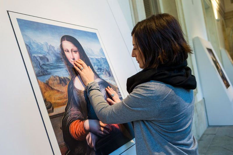 museum-exhibit-for-the-blind-encourages-people-to-touch-the-artworks-1