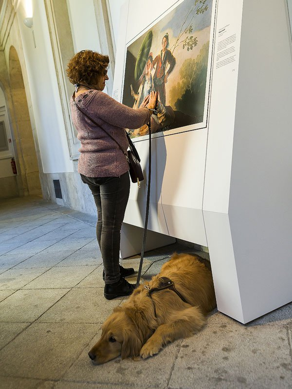 museum-exhibit-for-the-blind-encourages-people-to-touch-the-artworks-6