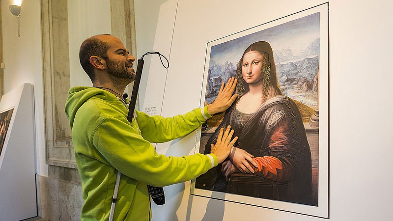 museum-exhibit-for-the-blind-encourages-people-to-touch-the-artworks-5