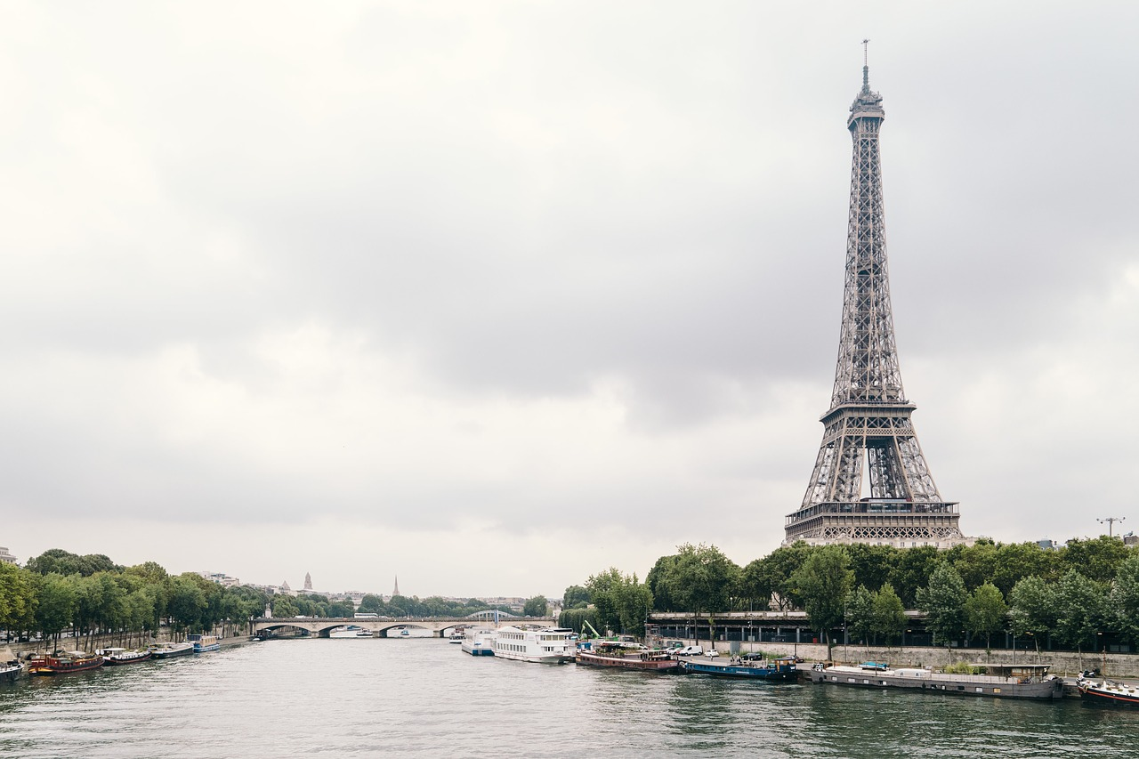 How to Pack for a Girls Trip to Paris